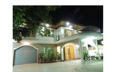 သဃၤန္းကြ်န္း၊ သု၀ဏၰရွိငွားရန္ရွိေသာလုံးခ်င္းအိမ္ (Malihku Real Estate)